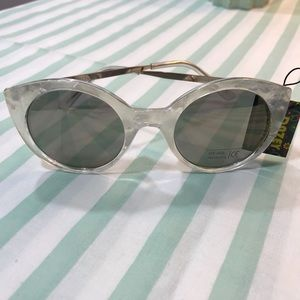 Accessories - Dazey Shades Sunglasses White Clear NWT
